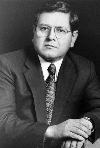 Dr. Alberto Suárez Nitola 1995-1997
